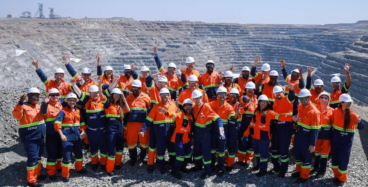 young-diamantaries-at-de-beers-venetia-mines